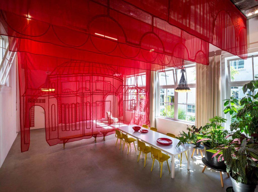 Hotel Droog, serre, textielwerk van Nikkie Wester